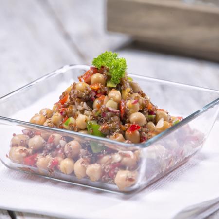 Cizrnový salát s quinoou