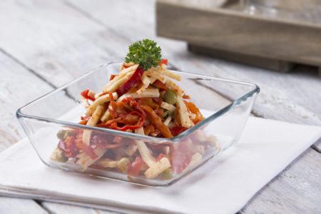 feferónový salát, sýr