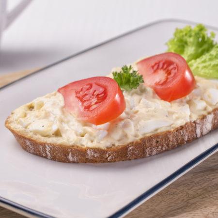 vajíčková pomazánka, chleba s vajíčkovou pomazánkou