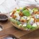 gorgonzola, zeleninový salát,