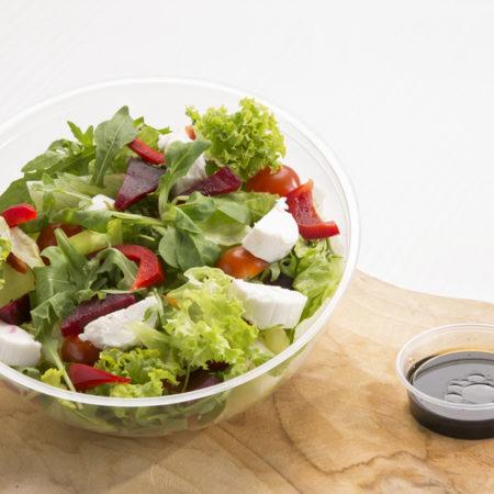 zeleninový salát, kozí sýr